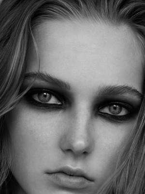 Photo: Chloe Romeyer Model: Valeria Buldini